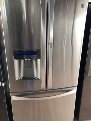 Kenmore elite amazing condition works perfect extremely clean for Sale in Bell Gardens, CA