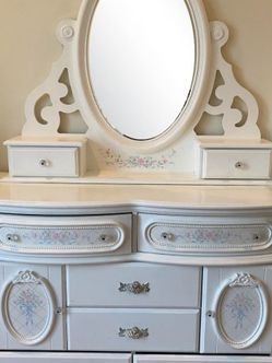 Bedroom Set In Great Condition for Sale in Los Angeles,  CA
