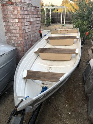 12 ft fishing aluminum boat with motor 7.5HP for Sale in Daly City, CA