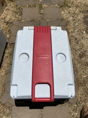 Rubbermaid ice cooler with handle and wheels for Sale in Stockton, CA