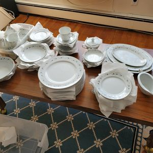 ROSELLE FINE CHINA 3737 EXTENDED FULL SERVICE SET FOR 12 for Sale in Huntington Station, NY