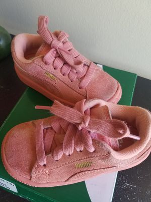 Suede Pink Puma size 6c for Sale in Detroit, MI