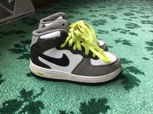 Shoes size 9c for Sale in New Brighton, MN