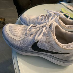 Nike Sneakers Size 4.5 Boys for Sale in Valrico, FL