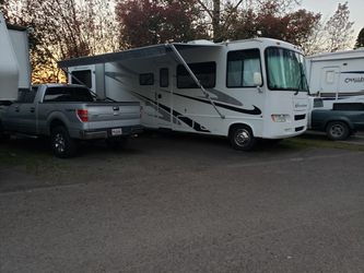 2006 fourwinds Hurricane( Road Ready No Problems At All, The Only Reason For Selling My Motorhome Is To Get Back Into a House And Get A Trailer So I D for Sale in Aurora,  OR