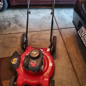 500 SERIES 185CC BRIGGS & STRATTON LAWNMOWER WORKS ECELLENT $75 for Sale in San Bernardino, CA