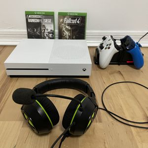 Xbox One S (500 Gb) + 2 Controllers for Sale in Miami, FL