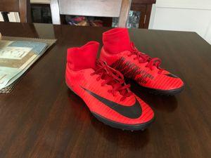 Nike usados pero muy buenas condiciones Size 4 Boys for Sale in Chicago, IL