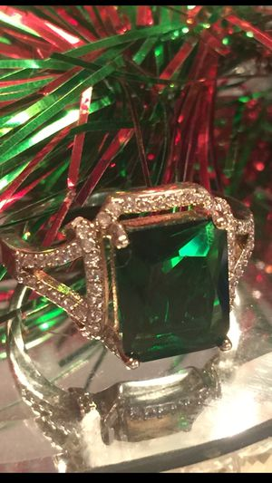 Gorgeous emerald ring on 18 kt gold filled double band I ship for Sale in Northfield, OH