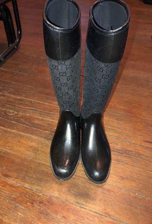 Gucci rain boots sz 37 for Sale in Roseville, MI