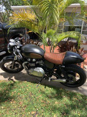 2012 Triumph Thruxton motorcycle 7500.00 for Sale in Pembroke Park, FL
