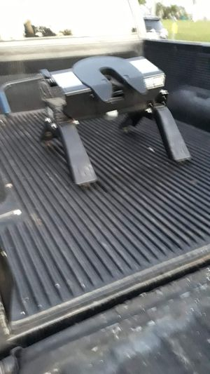 Fifth wheel truck hitch 16000 pound new only used for one move great for pulling the camper or large trailers paid 899 first 199 takes it for Sale in Fort Myers, FL