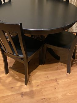 Round Black Dining Table With Chairs for Sale in Lynnwood,  WA
