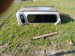 6ft leer flareside camper shell for Sale in Kissimmee, FL