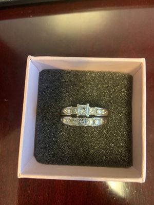 1 1/2 karat white gold princess cut diamond ring with band size 7.5 for Sale in St. Louis, MO