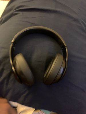 BEATS SOLO 3 WIRELESS for Sale in Victorville, CA