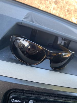 Women's ray bans original price $150 for Sale in Brentwood, CA