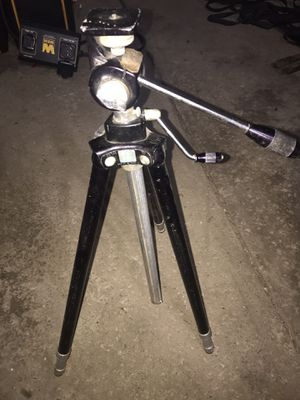 Tripod-Quick Set Champ II for Sale in Cleveland, OH