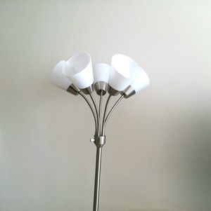 Floor lamp with 5 bulbs for Sale in Miami, FL