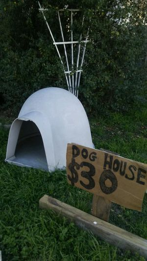 Igloo Dog House. for Sale in Fort Worth, TX