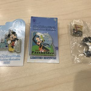 Disney Pins .... Rare Passholders Collection Pins for Sale in Plainfield, IL