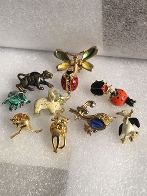 PIN BROOCH LOT 😍😍ALL FOR $20 for Sale in Raleigh, NC