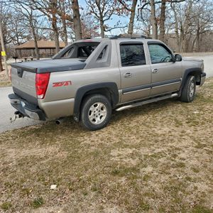 Chevy avalanche z71 trade or sale for Sale in Eucha, OK