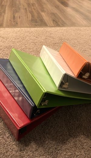 """Staples 2"""" D-ring binders (5) for Sale in York, PA"""