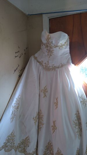 Custom-made size five wedding dress for Sale in Cleveland, OH
