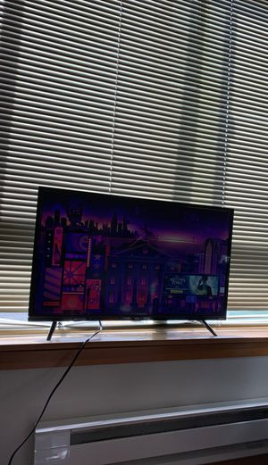 Roku TCL 32-inc smart tv for Sale in Seattle, WA