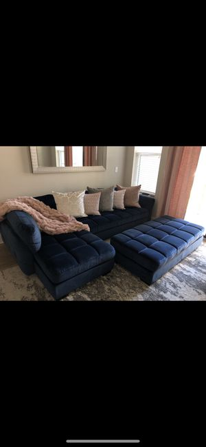 Blue sectional couch; very good condition; negotiable for Sale in Fairburn, GA