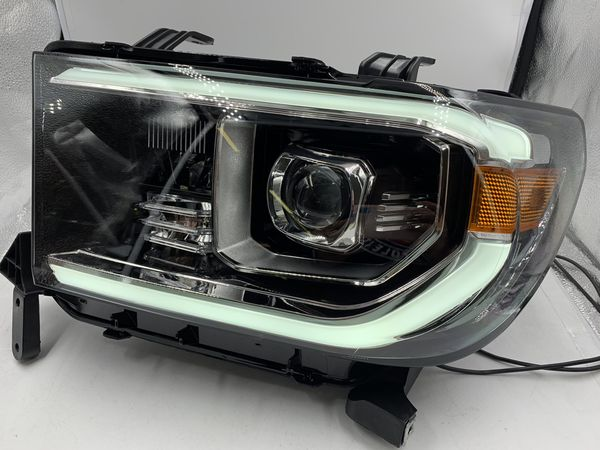07-13 Toyota Tundra Headlight