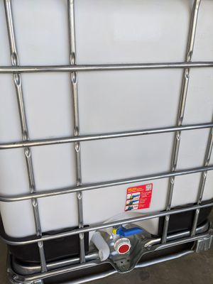 IBC 275 Gallon water tank containers tote for Sale in Victorville, CA