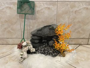 Fish Tank Decor and Net for Sale in Los Angeles, CA