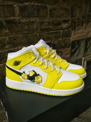 Jordan 1 Mid Dynamic Yellow Floral for Sale in Chicago, IL