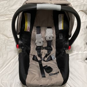 Graco Baby Car seat + stroller attachable base for Sale in Tacoma, WA