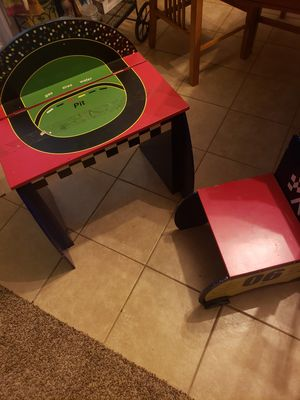 Kids desk for Sale in Buckeye, AZ