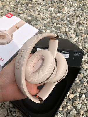 Beats Solo 3 Bluetooth wireless headphones 🎧 Matt gold for Sale in Rosemead, CA