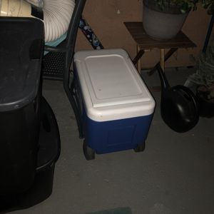 Cooler With Wheels/ Chair Umbrella for Sale in Escondido, CA