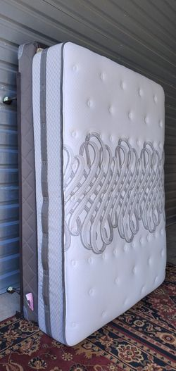 Very Nice Queen Sealy Posturepedic Mattress, Boxspring and Metal Bed Frame for Sale in Renton,  WA