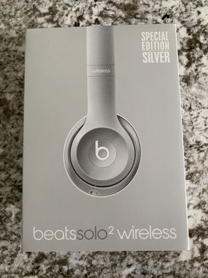 Beats solo 2 wireless limited edition silver for Sale in New Baltimore, MI