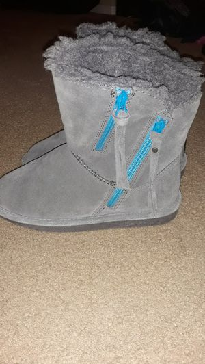 New bearpaw boots size 5 girls for Sale in Vancouver, WA