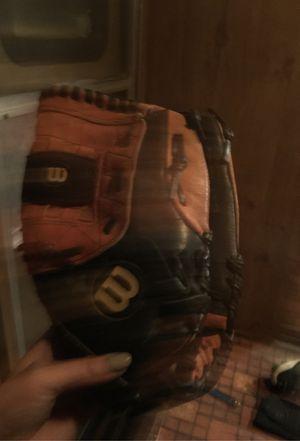 Baseball glove Wilson for Sale in Farmingville, NY