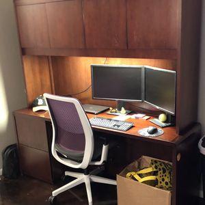 Executive Office Desk W/ Hutch for Sale in Tampa, FL
