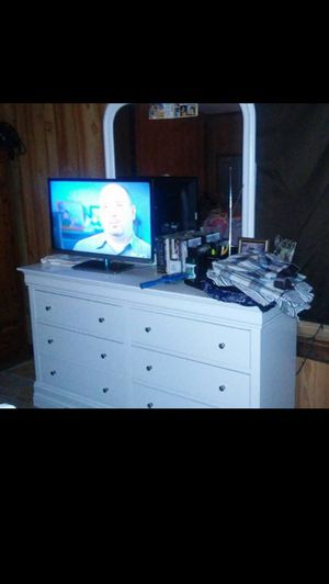 Dresser & Night Stands (Bed Frame Needs Repaired). for Sale in Plant City, FL