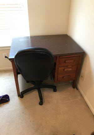 Brown desk and chair for Sale in Houston, TX
