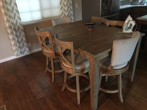 High top kitchen table for Sale in Yuba City, CA