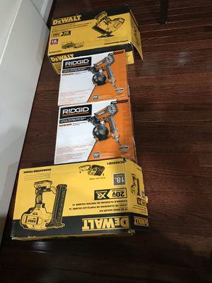 Estoy vendiendo estás pistolas nuevas (1)staple nail gun para piso (1) finish nail gun (2) roofing nail guns for Sale in Hillcrest Heights, MD