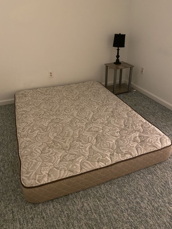 Queen size mattress in excellent condition