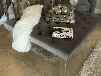 """Tufted Gray Ottoman Coffee Table With Acrylic Leg 42""""x 42""""x 20"""" $90 for Sale in Miami,  FL"""